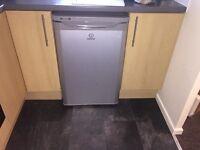 Under-counter fridge freezer
