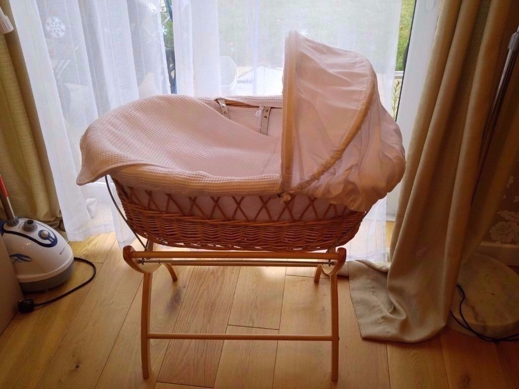 Luxury Wicker Moses Basket like new! 40% of the original price
