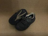Boy's Clarks navy 'stompo' shoes (Size 10G)