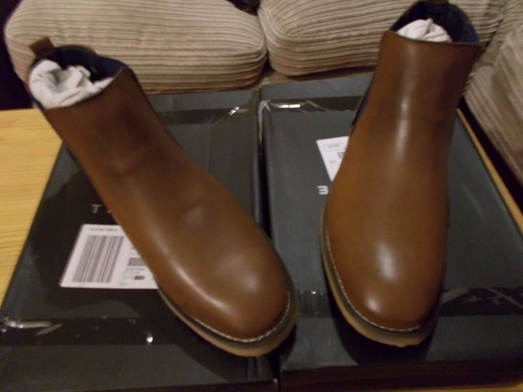 unisex Chelsea boots brand new still in box brown