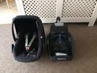 MAXICOSI PEBBLE CAR SEAT AND BASE Both in good condition