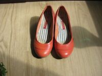 Ladies leather shoes, coral, size 5 (38)