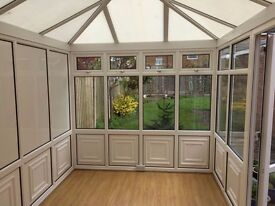 Conservatory, excellent condition - come and get it!
