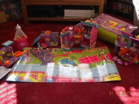 Polly Pocket - Large play set with mat. Rubber dolls with magnetic hands & feet.