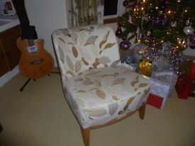 Bedroom / Accasional Uphostered Chair , Medium Oak frame, Excellent condition