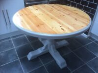 Beautiful solid pine wood extending table.