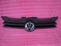 VOLTSWAGEN 1998-2004 GOLF MK 4 BLACK FRONT GRILL-CRACK IN PLASTIC VW BADGE SURROUND P/No 1J0853655