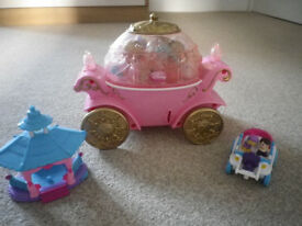 SQUINKIES CARRIAGE AND 20 SQUINKIES