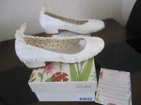 Ivory Lace bridal shoes, ladies size 6. perfect condition