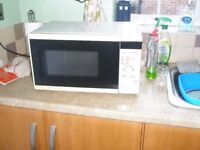 Tesco 700w Microwave oven