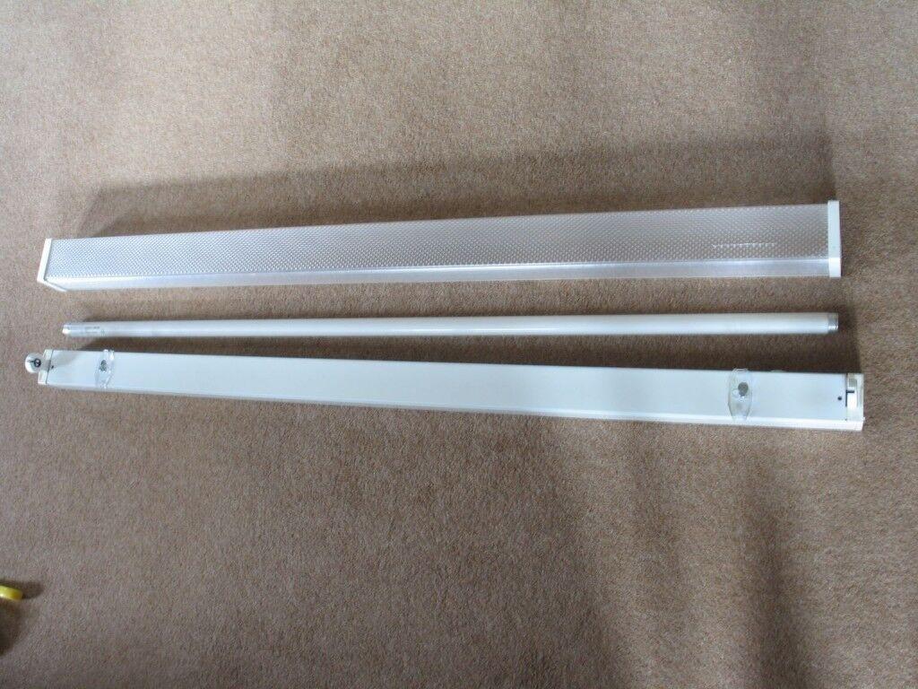 Mains Powered Fluorescent Batten Light with Diffuser. 4ft, 36W.