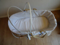Moses basket with linen and wooden stand - Free to take
