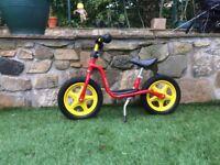 Super little balance bike,very light and very bright.