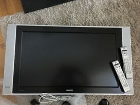 "TV-Flat screen: Philips - 32"" wide"