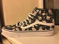 NEVER WORN VANS UK5 FLOWER HIGH TOPS