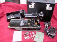 SINGER 221K1 FEATHERWEIGHT SEWING MACHINE 1952
