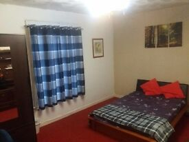 EXTRA LARGE DOUBLE ROOM, all bills & Internet inc., walking to city centre & local amenities