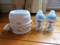 Tommee Tippee Bottle warmer + 2 bottles