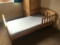 "Toddlers bed ""Ladybird"" with Mamas&Papas mattresse (+ 3 fitted sheets optional free)"