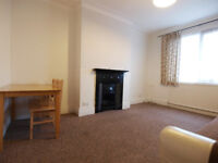 A large & bright 1 double bedroom flat with separate kitchen with easy access to TPL&WoodGreen&A10