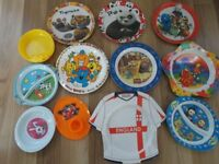 BUNDLE OF 12 BABIES/TODDLERS/CHILDRENS ASSORTED PLASTIC PLATES & BOWLS