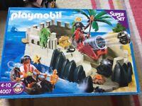 Playmobil-4007-Super-Pirates-Cove in box £15