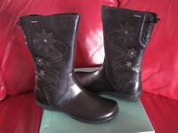 Clarks boots black leather goretex ladies / girls size 5.5 F new in box , eu39