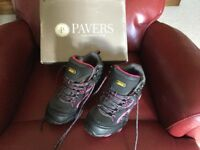 Ladies hiking boots size 5 new