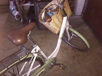 Raleigh Caprice hybrid bike