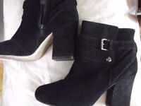 MARKS AND SPENCERS BLACK ANKLE BOOTS