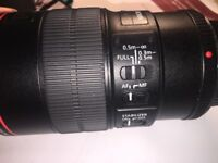 Genuine Canon macro lens EF 100mm 1/2.8L IS USM