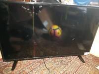 """Luxor 40"""" smart tv broked screen for spare repair"""