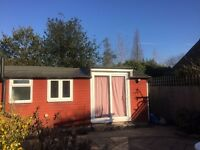 Bright studio cottage (furnished) - London SW20 ***NO AGENCIES***