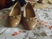 2 pairs of lady's flat shoes
