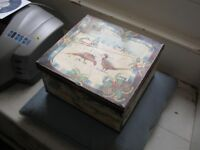 VINTAGE HUNTLEY AND PALMERS PHEASANTS BISCUIT TIN