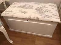 Beautiful Shabby Chic storage chest Ottoman Blanket Box white