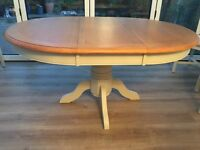 Round (extendable) Dining table, nearly new.