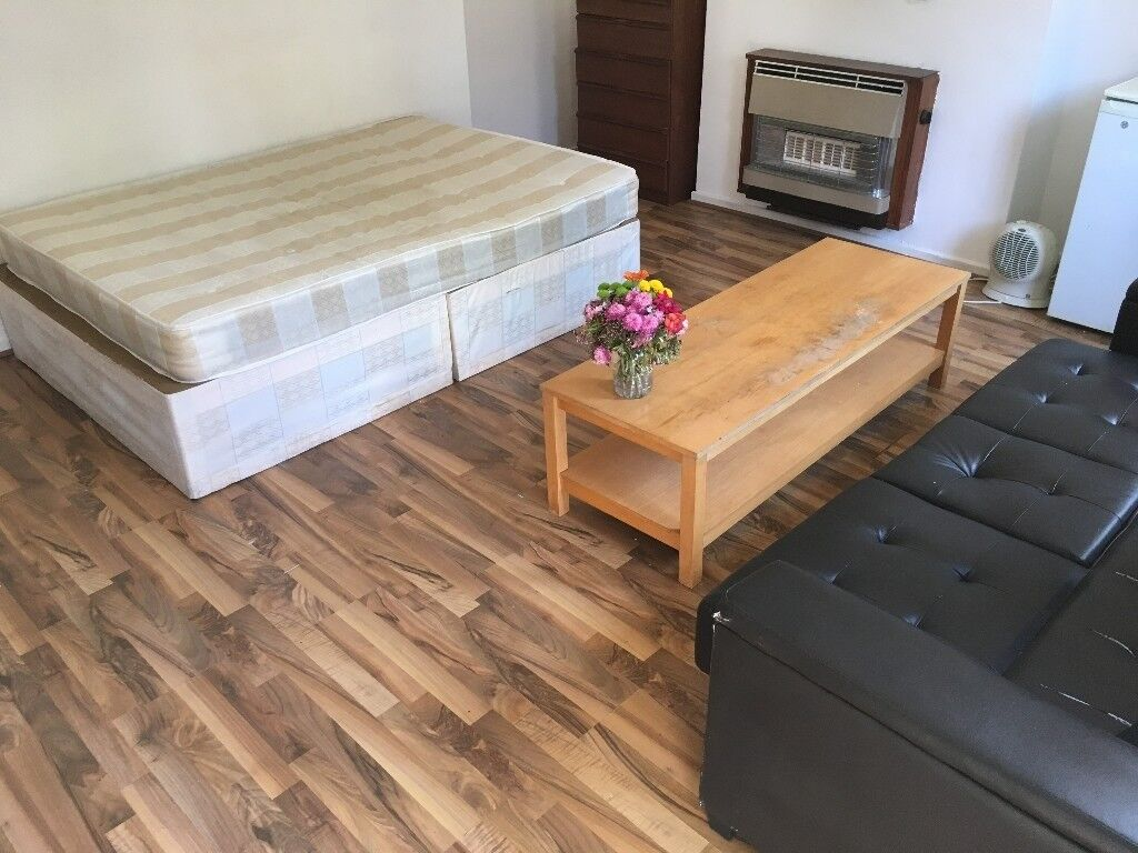 KING SIZE ROOM WITH PRIVATE GARDEN, NEXT TO VICTORIA AND NORTHERN LINE