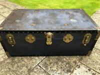 TRUNK 1 - VINTAGE TRUNK / CHEST IDEAL FOR THE USE OF A RETRO COFFEE TABLE OR SIDE TABLE