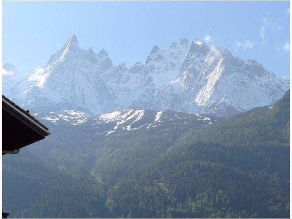 Skiing at Christmas £400 20-27, Jan 14-20 £400 Fantastic city center apartment in Chamonix Alps
