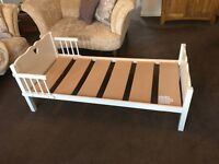 White heart toddler bed