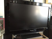 PANASONIC VIERA 32 INCH WIDESCREEN FREE VIEW DIGITAL HD READY LCD TV WITH REMOTE AND STAND *BARGAIN*