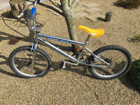 VINTAGE RALEIGH BMX STUNT BIKE (TRAIL KING)
