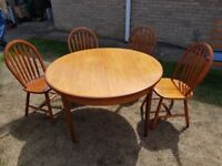 Dining table and 4 chairs (expands to seat 6)