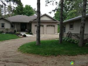 $859,900 - Bungalow for sale in Fergus
