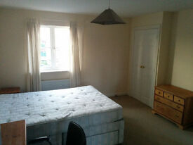 SPACIOUS DOUBLE ENSUITE ROOM WITH 2 BUILT IN WARDROBES AND GREAT HOUSEMATES CHELTENHAM TOWNHOUSE