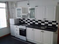 Teignmouth Small studio flat/bedsit to rent very central suit single person.