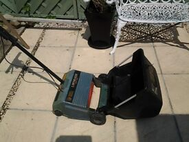 Black and decker lawn raker/ scarifyer gd 200 12inch great working order.