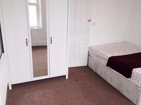 Spaciouis 2 bedroom flat in Eastbourne for professionals