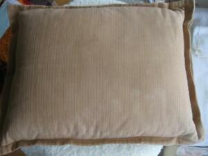 HAND-CRAFTED GOLD SLUB-COVERED PILLOW FOR YOUR DEN